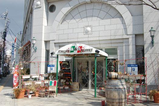 上土通りの女鳥羽川沿いにある同店。市街地にありながら、駐車場が完備されているのが嬉しい