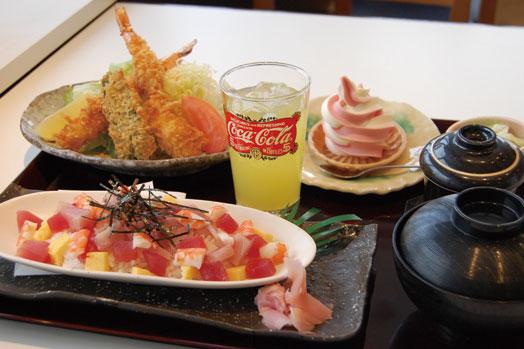 「にぎり寿司定食(1280円)」=写真手前、「海鮮丼(1280円)」=写真奥。いずれも17時から提供。