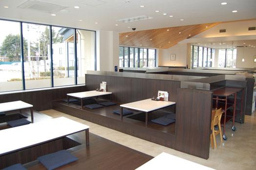 ゆったりとした広~い店内には、テーブル席と小上がりで、全117席。
