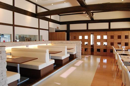 半個室タイプの奥のフロアは、15人以上で貸し切りできます。