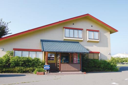 お店は、松本平広域公園総合球技場・アルウィンの北側正面に位置します