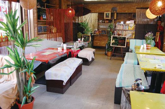 奥の部屋は3組から個室として使えます(予約が確実)。子ども用イスの用意も