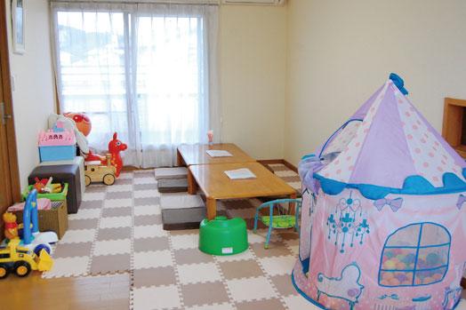 赤ちゃん連れに人気の2階の座敷席(個室)が増えました。個室や小上がりなど希望の席がある場合は予約がベター