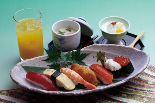 茶碗蒸し、デザートと好きなジュースが付いた「お子様寿司(1280円)」。もちろんわさび抜きです