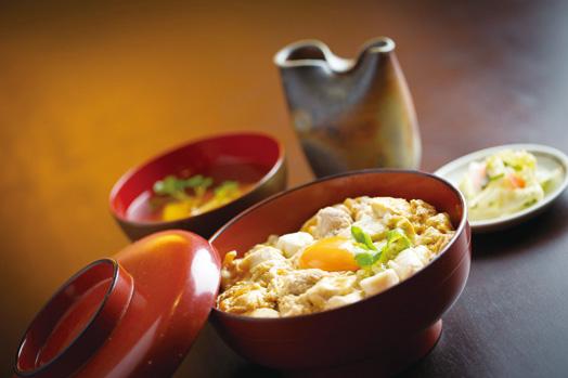 1日限定10食「木鶏丼(税別1500円)」。途中でお茶漬けだしをかけて食べるという、新しい親子丼です