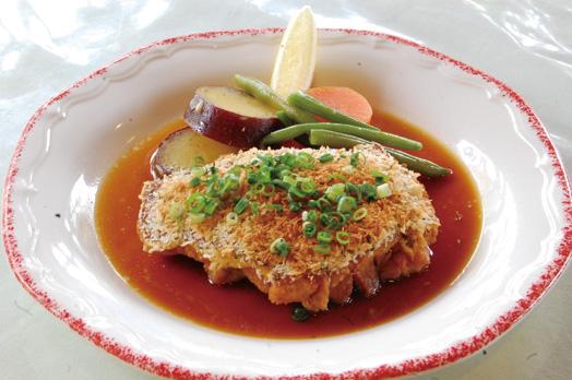選べる主菜の一つ「若鶏もも肉の香草パン粉焼き」