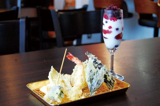 コースの天ぷらとデザート(イメージ)。刺身とサラダ、蒸し物も付きます