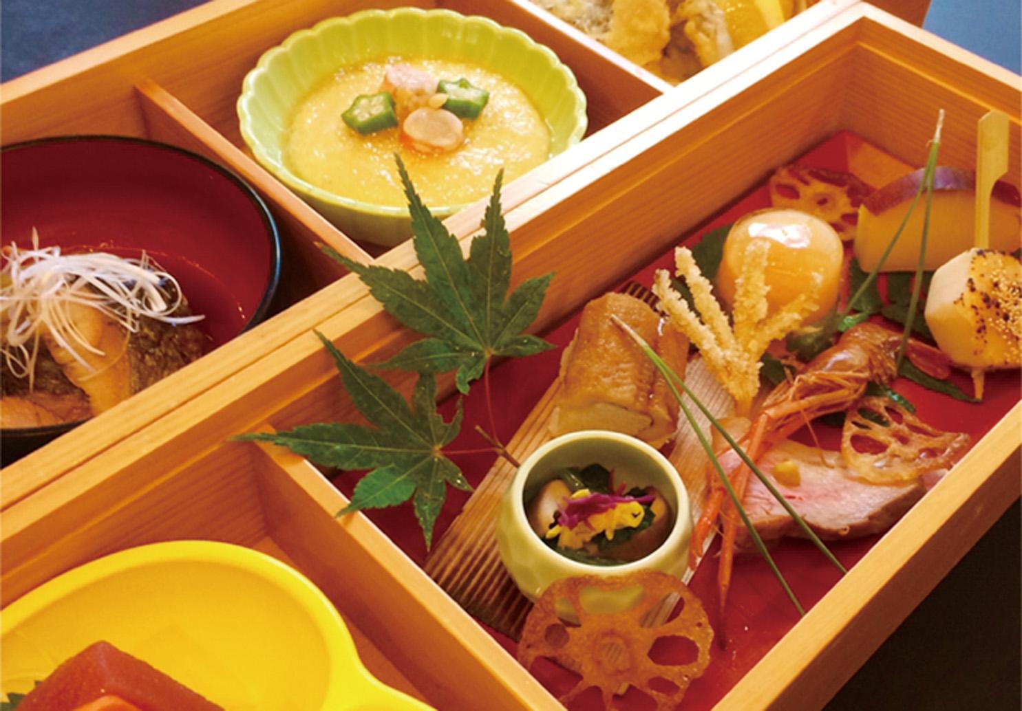 昼のみ提供する「季節のしぶき弁当(椀そば、コーヒーまたは紅茶、デザート付き/2000円)」のイメージ。前日までに要予約