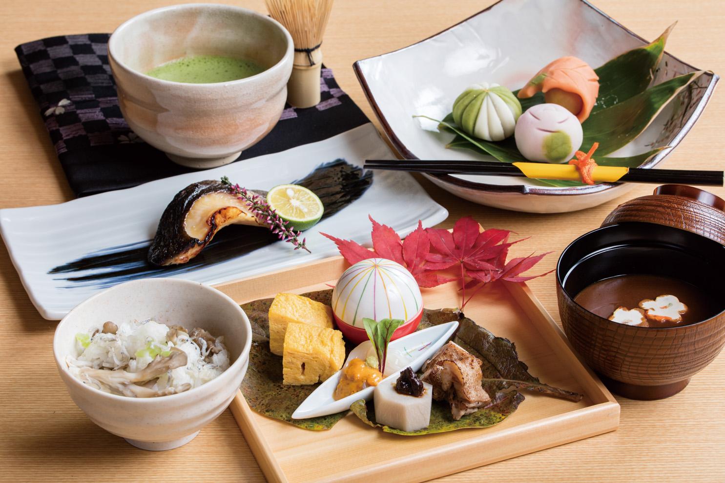 昼の「かなえ御膳」。季節ごとに替わる主菜やご飯が選べます。予約はデザートとドリンクが付いて2000円(税込)