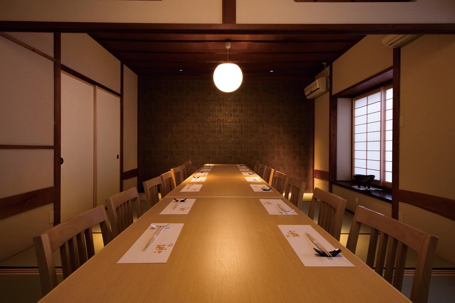 8人まで対応する個室のほか、18人まで対応する半個室も。お座敷か高座椅子かが選べます