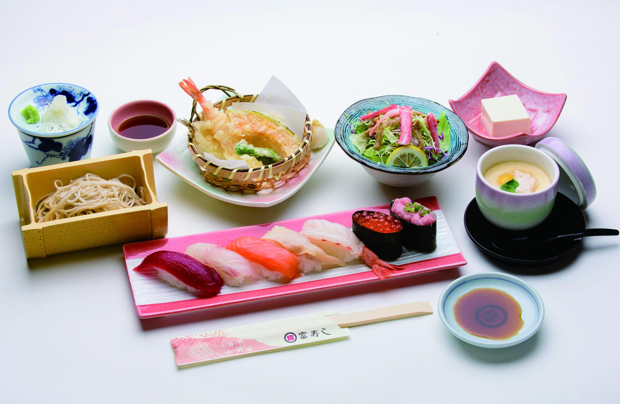「レディースセット(2080円)」。握り、そば、天ぷら、茶碗蒸し、カニサラダ、デザートが付きます