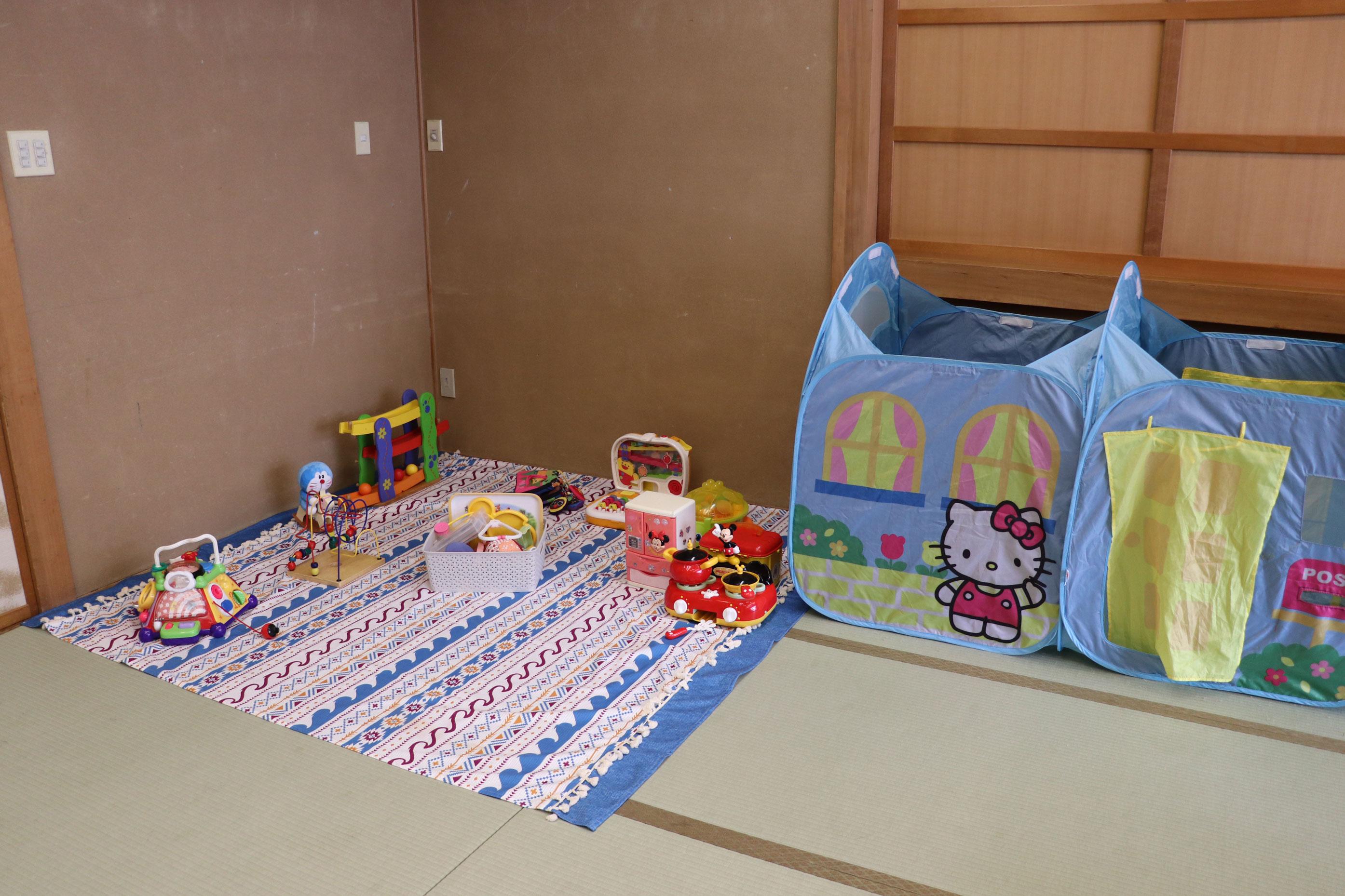各部屋にキッズコーナーを用意します(イメージ)。どんなおもちゃがあるかは、当日のお楽しみ