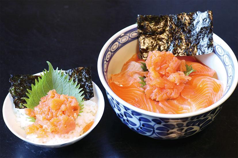 「プチなかおち丼(200円)」=写真左、 「しっかりサーモン丼(800円)」=写真右など、 信州サーモンは丼でもいただけます
