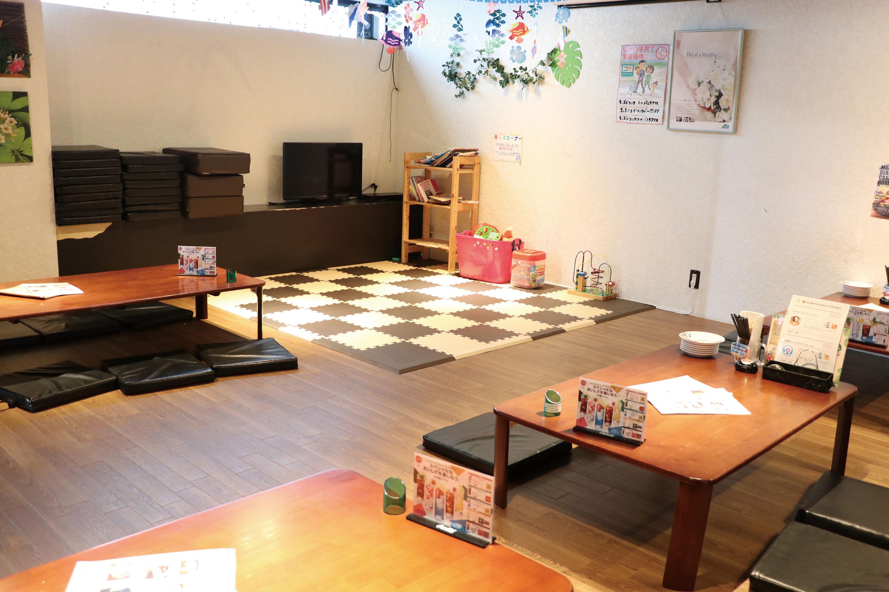 2階は基本的に子連れを優先するスペースで、キッズコーナーもあります