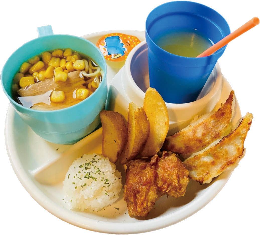ミニラーメン、餃子、からあげ、フライドポテト、オレンジジュース、ミニゼリーにおもちゃが付いた「お子様プレート(税別500円)」